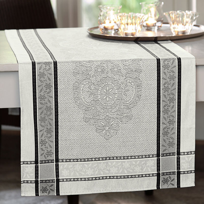 Chemin de table linge de table jacquard au motif soign de dentelles d 39 alen on hagen grote gmbh Linge de table luxe
