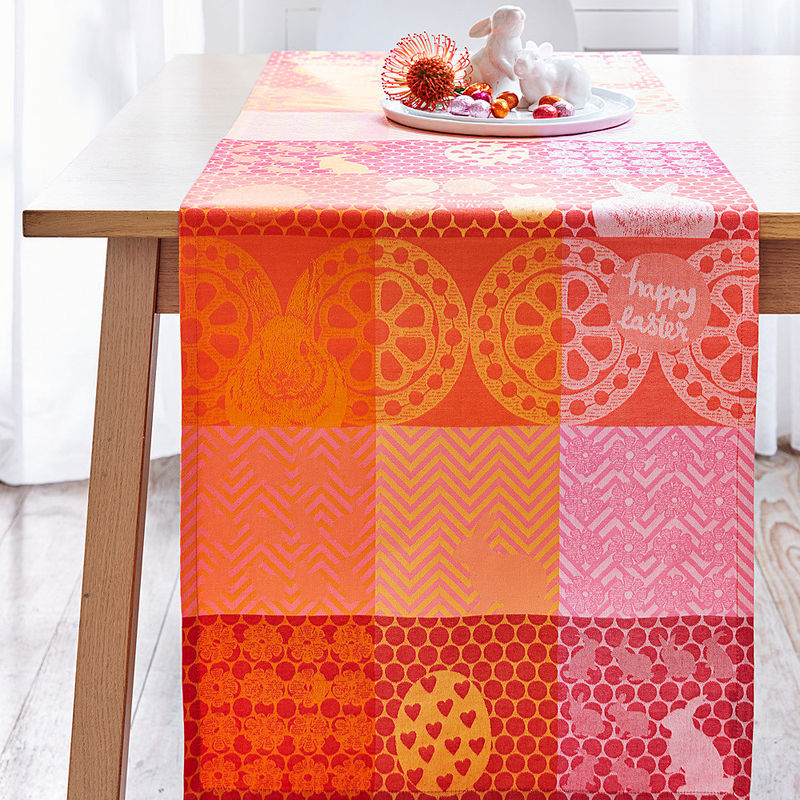 Chemin de table ce linge de p ques gaie la table de son design patchwork color hagen grote Linge de table luxe