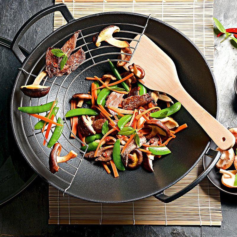 la cuisine asiatique r ussit parfaitement dans le grand. Black Bedroom Furniture Sets. Home Design Ideas