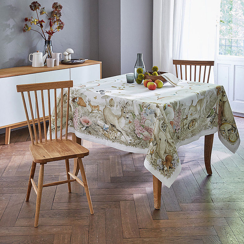 serviette le linge de table l gant en lin aux motifs de. Black Bedroom Furniture Sets. Home Design Ideas
