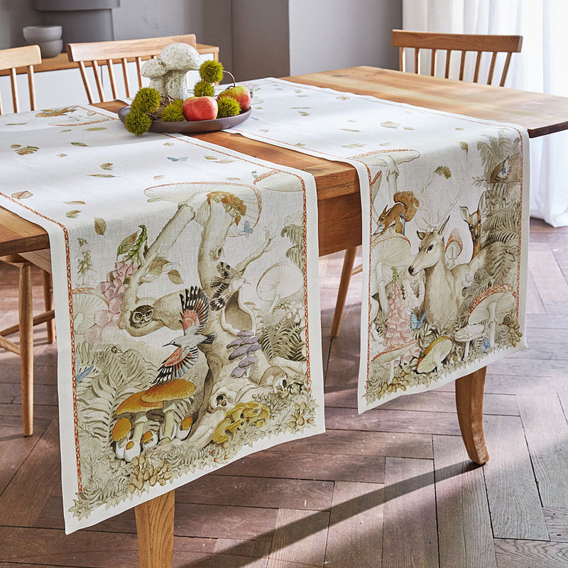 chemin de table le linge de table en lin aux motifs de for t en automne hagen grote gmbh. Black Bedroom Furniture Sets. Home Design Ideas