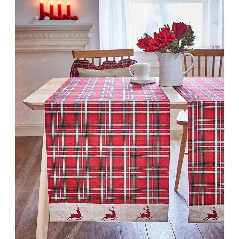chemin de table m lange r ussi de traditionnel et de. Black Bedroom Furniture Sets. Home Design Ideas