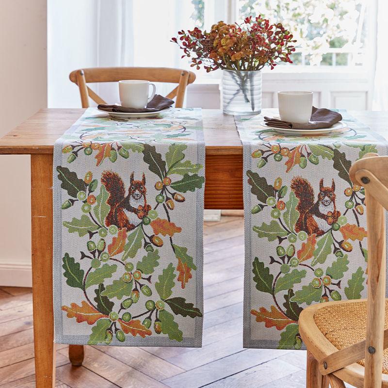chemin de table design su dois avec des motifs d 39 automne. Black Bedroom Furniture Sets. Home Design Ideas